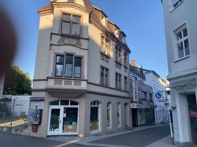 Wohn- und Geschäftshaus mitten in