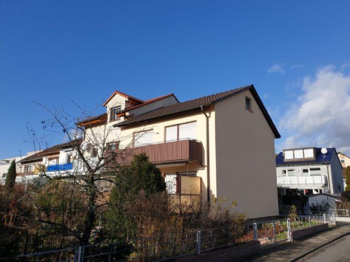 Reihenendhaus in bevorzugter Wohnlage von Viernheim. Drei Garagen inklusive!