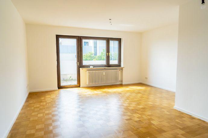 Komplett renovierte Dachterrassenwohnung über den Dächern von Freising zu vermieten