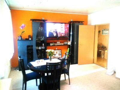 Eßplatz im Wohnzimmer gegenüber Küche