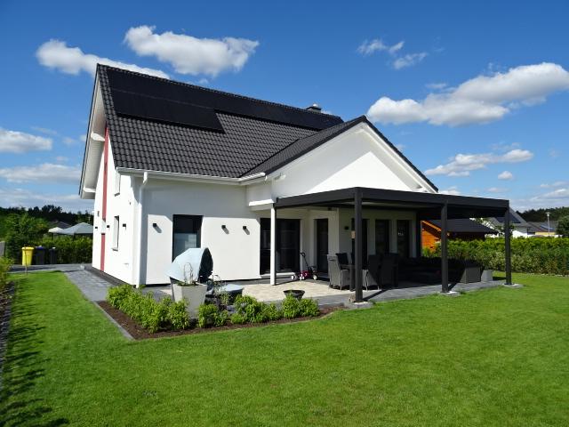 Attraktives, Neuwertiges und Energieeffizientes Smart Home auf sonnigem Grundstück