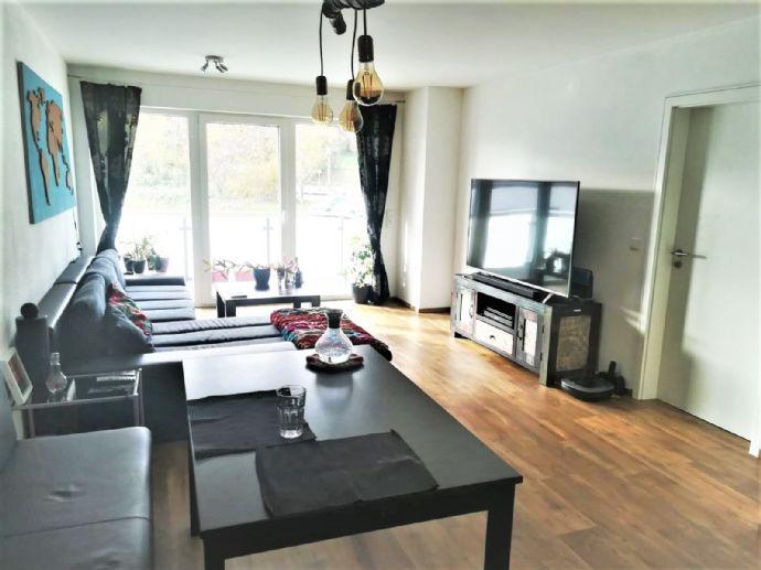 Helle moderne 2,5 Zimmer-Wohnung mit Westbalkon, Aufzug vorhanden