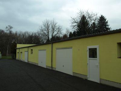 Blick auf die Garagen