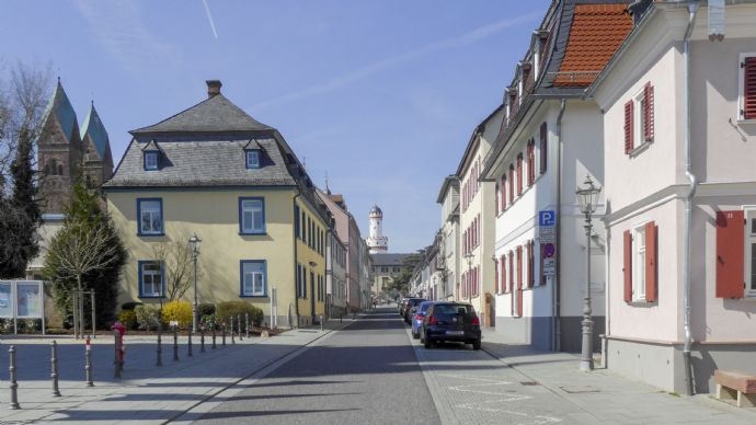 Bad Homburg: Zentral gelegene 2-Zimmerwohnung, ruhige Wohnlage Nähe Stadtmitte und Louisenstraße