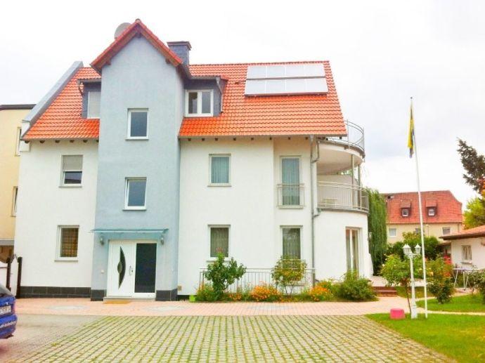 Möblierte 1-Zimmer Souterrain Wohnung in zentraler Lage / 2 Min. zum Bhf