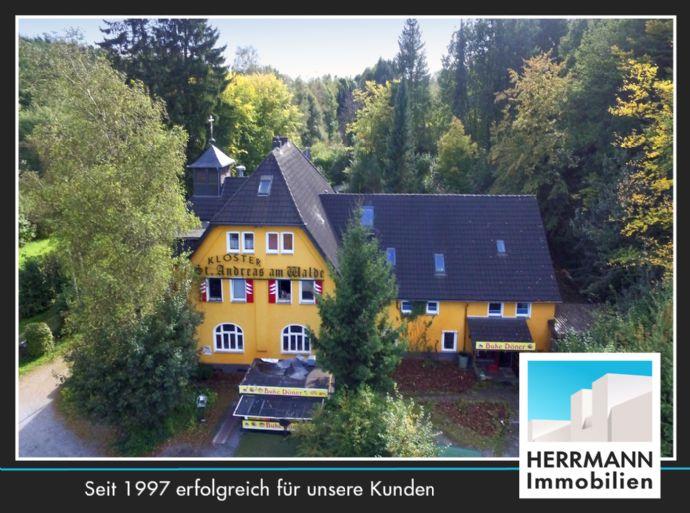 Historisches Mehrfamilienhaus mit Gewerbe- und