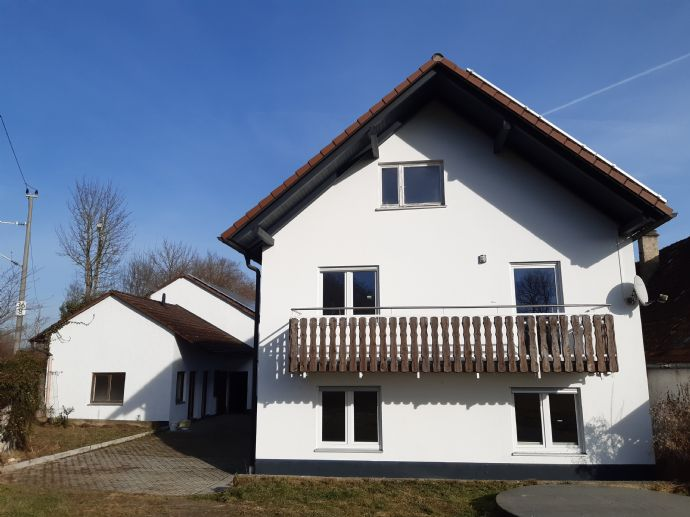 Großes Haus (Mehrgenerationenhaus für 2 Familien) mit Stadel und Nebengebäude in Arnhofen bei Abensberg