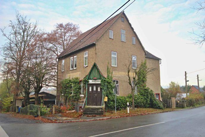 Modernisierungsbedürftiges Haus mit großem Grundstück