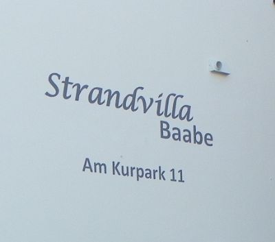 "Schriftzug  ""Strandvilla Baabe - Am Kurpark"""