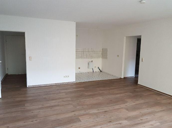 schöne helle 2-Raum Wohnung mit TG-Stellplatz