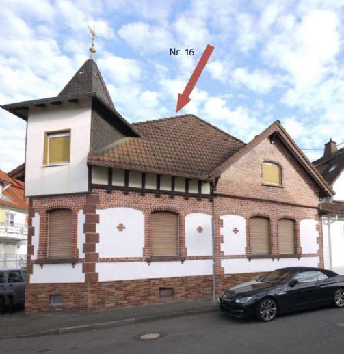 Malerisches Einfamilienhaus mit Türmchen, Fachwerk- und Backsteinfassade in Wi-Breckenheim