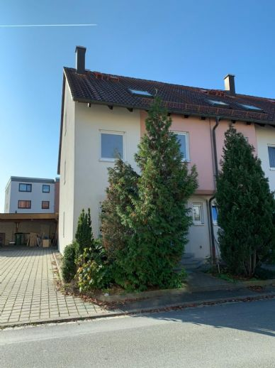 Wunderschönes Reiheneckhaus in Zirndorf / OT Weiherhof mit 6 Zimmern