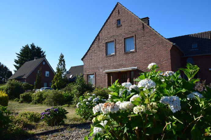 -RESERVIERT- 2-Familien-Haus im Ortskern von Hamminkeln - Grundstück 1410m² - Garage - Carport