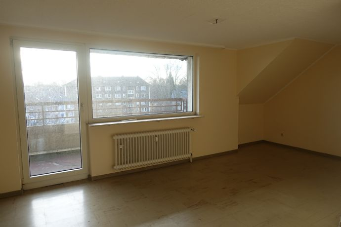 Über den Dächern von Duisburg! Schöne 2 1/2- Raum Wohnung im Dachgeschoss
