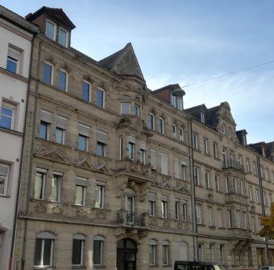 Großzügige + renovierte 2-Zimmer-Wohnung in zentraler Lage sucht neue Mieter