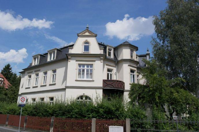 Hochwertige 2-Zimmer-Wohnung im Mansardgeschoss einer denkmalgeschützten Villa