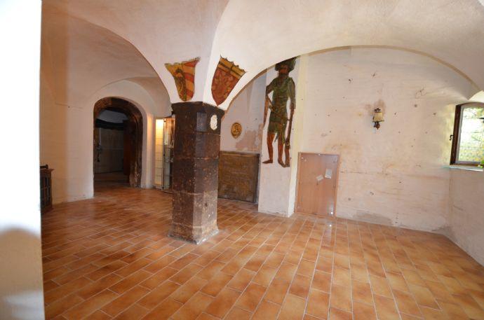 Preisreduzierung: Historisches, imposantes Fachwerkhaus aus dem Baujahr 1577 mit Potenzial - steht zum Verkauf in Obernzenn
