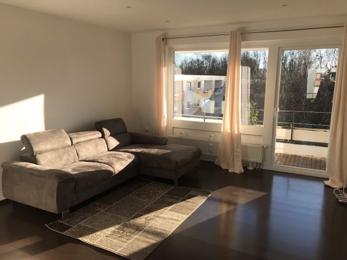 Teilmöblierte modernisierte Wohnung mit drei Zimmern sowie 2 Balkonen und Einbauküche in Wolfsburg