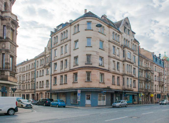 Fürth Zentrumsnah: Ansprechendes Jugendstil-Mehrfamilienhaus mit gutem Entwicklungspotential - 10 Wohnungen und 3 Gewerbeeinheiten