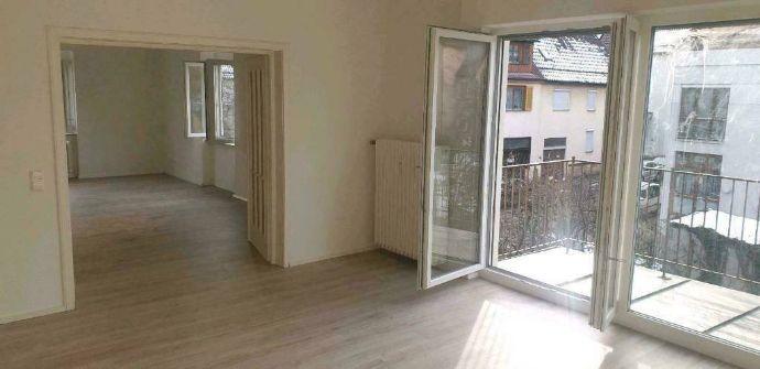 Renovierter 4-Zimmer-Wohnungstraum mit sonnenverwöhntem Balkon
