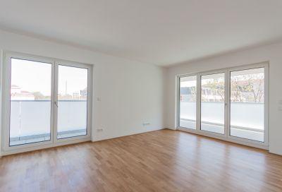 Erstbezug! Moderne helle Wohnung in zentraler Lage mit großem Südbalkon!