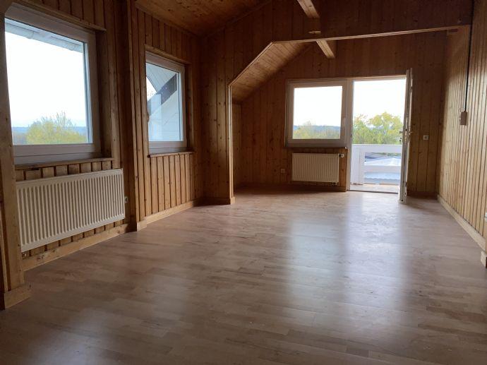 4 Zimmer Dachgeschoss mit Balkon und  separaten Eingang in Rosdorf - Mengershausen