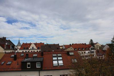 Sehr helle 3-Zimmer-Wohnung mit Balkon zum Innenhof und idyllischem Gemeinschaftsgarten in U-Bahn Nähe