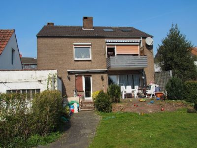 Gartenseite mit EG-Terrasse + Gartenteil