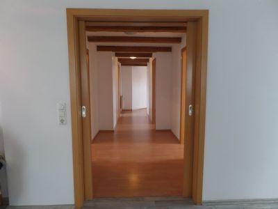 2. OG: Blick vom Wohnzimmer in den zentralen Flur