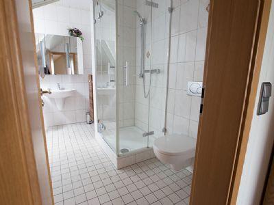 Wohnhaus -  Bad mit Dusche