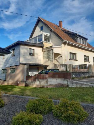 Freistehendes Zweifamilienhaus mit 2 Büroräumen, Garage, Carport und einem schönen, weitläufigen Garten in 66557 Illingen im Saarland