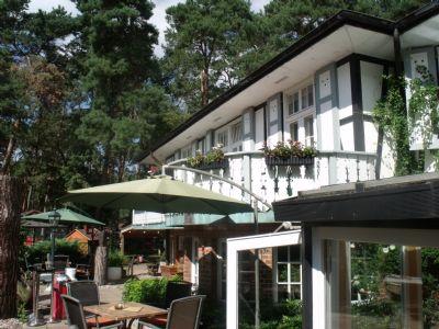 Hotel und Terrasse