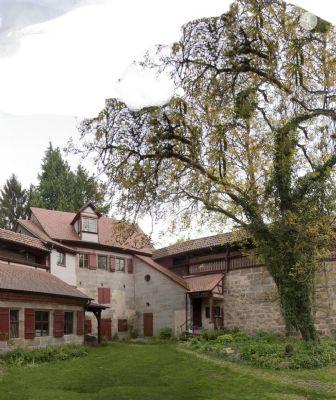 lieben sie das besondere wohnen in einer mittelalterlichen burg etagenwohnung altdorf b. Black Bedroom Furniture Sets. Home Design Ideas