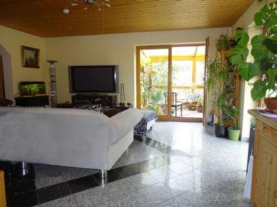 Wohnzimmer mit angebautem Wintergarten