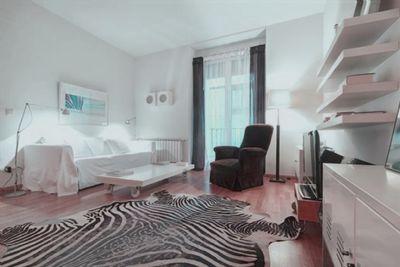 m blierte 2 zimmer wohnung balkon ebk parkett. Black Bedroom Furniture Sets. Home Design Ideas