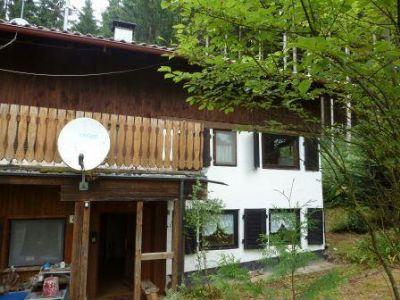 Hauseingang und Altbau