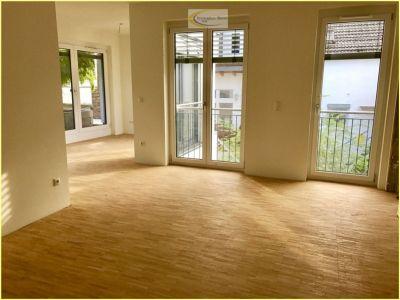 Erstbezug !  3 Zimmerwohnung mit großer Dachterasse, Rasenstreifen, gr. Kellerraum, zentrale, ruhige Lage