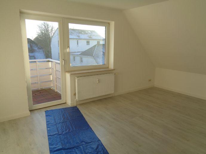 Gut gelegene 2 Zimmer-Wohnung inkl. Carport, Kellerraum und direktem Zugang über eine Treppe im Flur zu einem großzügigem Abstellraum.