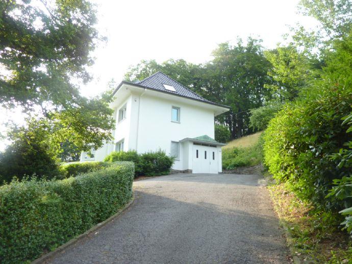 Modernisierte Villa auf parkähnlichem Grundstück nahe Naturschutzgebiet
