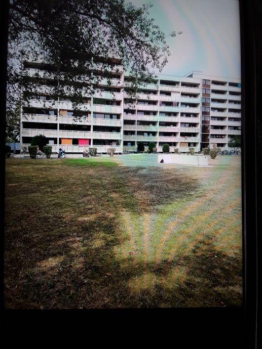 1 Zimmer Wohnung mit Balkon in der 3. Etage, TG, Nähe Audi.