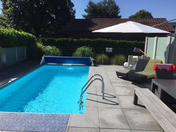 Exklusive Doppelhaushälfte (5,5 Zimmer) in Bad Säckingen-Wallbach mit Pool / 140 m² Wohnfläche inkl. ca. 29 m² Einliegerwohnung / provisionsfrei