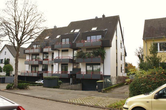 Schöne Wohnung mit Blick ins Grüne zum 01.06.2020 in Junkersdorf mit Balkon und Loggia !