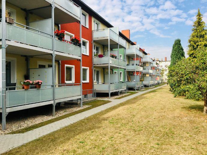 Mieter willkommen! Renovierte 2-Zimmer-Wohnung mit Balkon