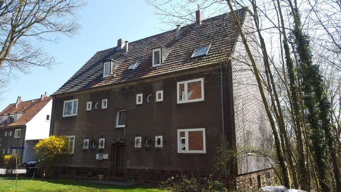 Einziehen und Wohlfühlen !!  3 Raum Dachgeschosswohnung mit Blick ins Grüne
