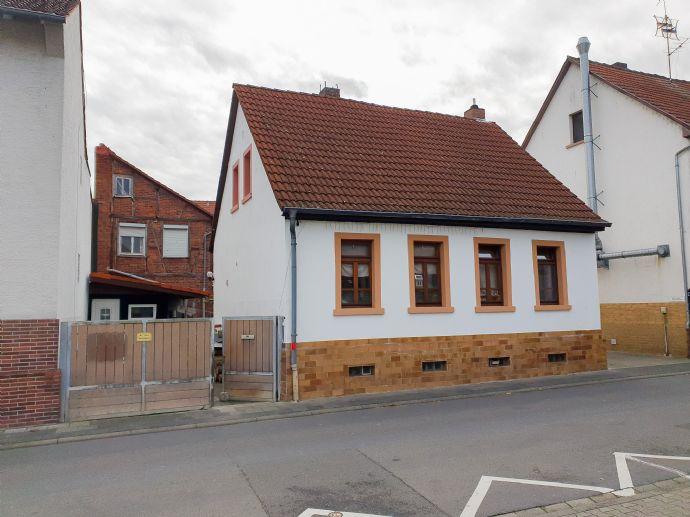 Einfamilienhaus in attraktiver Lage mit Ausbau und Bebauungsmöglichkeiten
