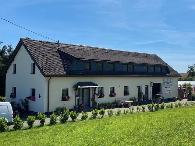 Schönes Einfamilienhaus mit Einliegerwohnung auf großem Grundstück in Ortsrandlage zu verkaufen