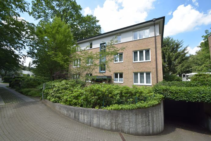 Komfortable, großzügige Wohnung mit Tiefgaregenstellplatz in Blankenese zu vermieten