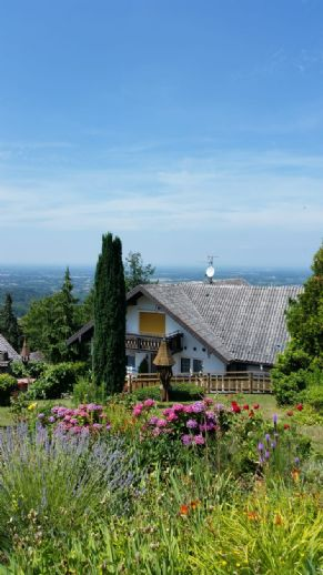 Zweifamilienwohnhaus mit unverbaubarer Aussicht in die Rheinebene