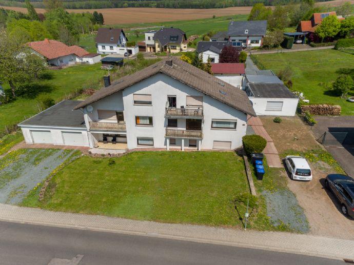 Top Renditeobjekt mit 4 Wohneinheiten, Büro, 2 Garagen, 2 KFZ-Stellplätzen und einem schönen großen Grundstück