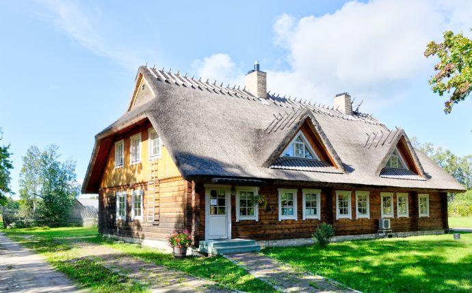 Großzügiges Zweifamilienhaus mit Garten & Carport